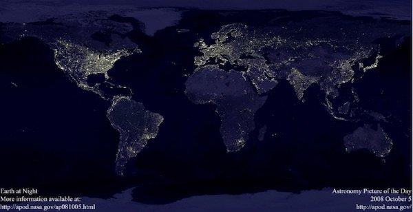 terra illuminata la notte